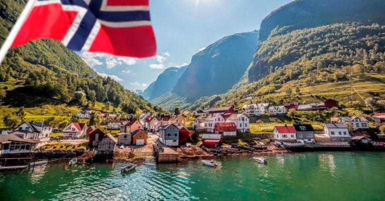 Underdal og norsk flagg