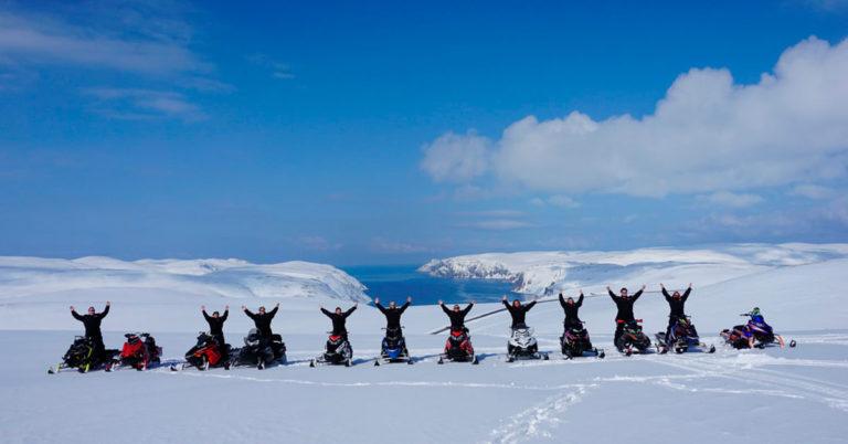 Gøy med snøscootersafari i Finnmark!